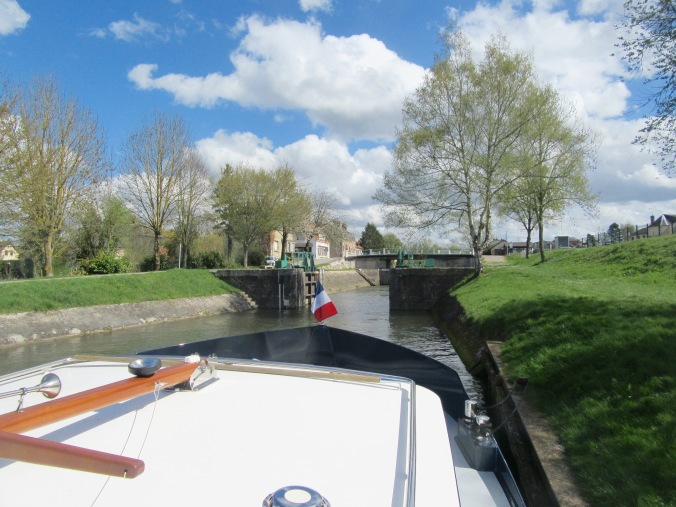 moored up waiting for Picquigny lock from downstream