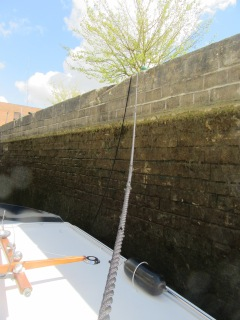 Lesley's mooring line in Amiens lock
