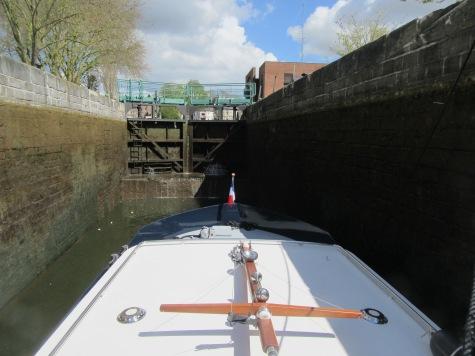 Coming into Amiens lock