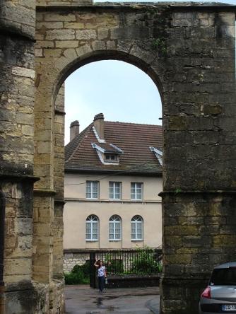 Hollie, dwarfed by the arch