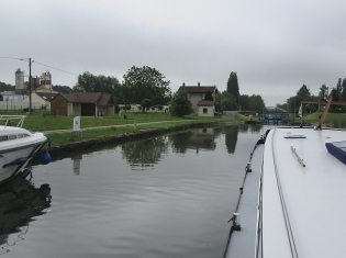 Approaching Maxilly mooring