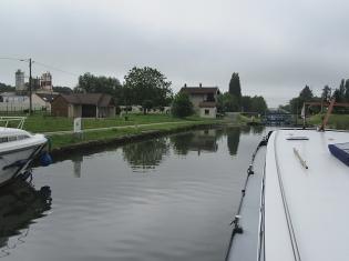 Approaching Maxilly mooring
