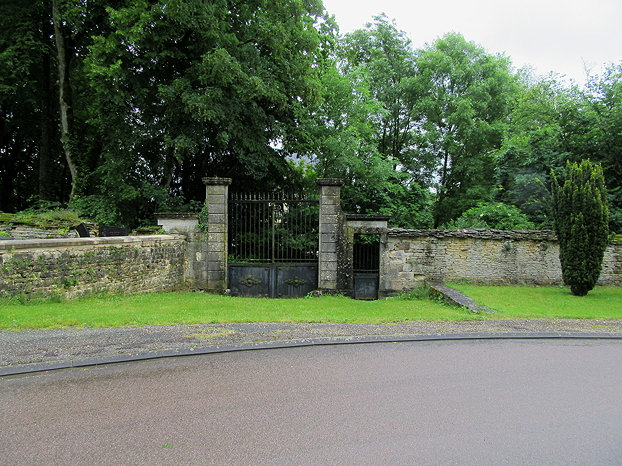 Piepape chateau gates - locked!
