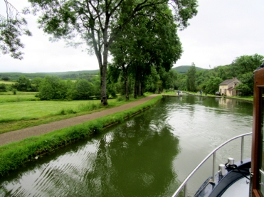 Leaving Pont d'Ouche