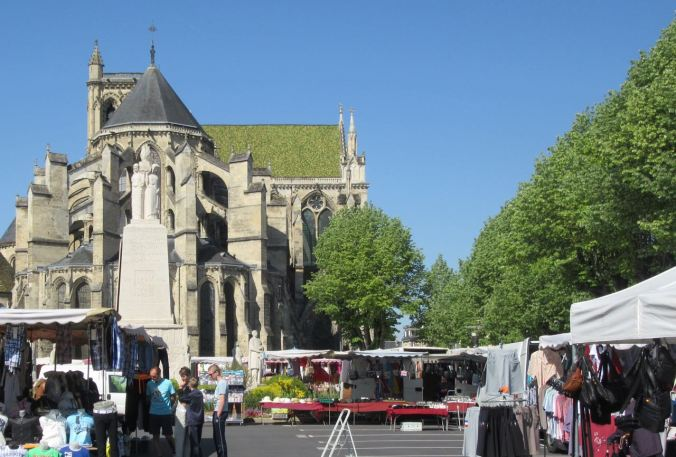 Soissons market and Cathedral
