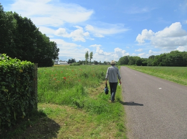 Walking back from Heuilly-sur-Saone