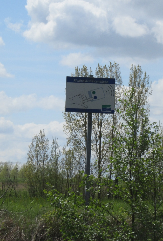 Zapper sign L'Aisne.JPG