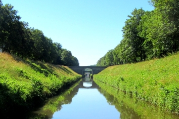 Narrow channel to lock 24