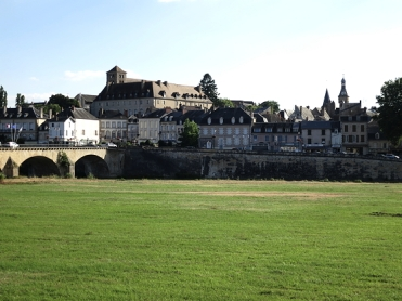 Decide across the old Loire