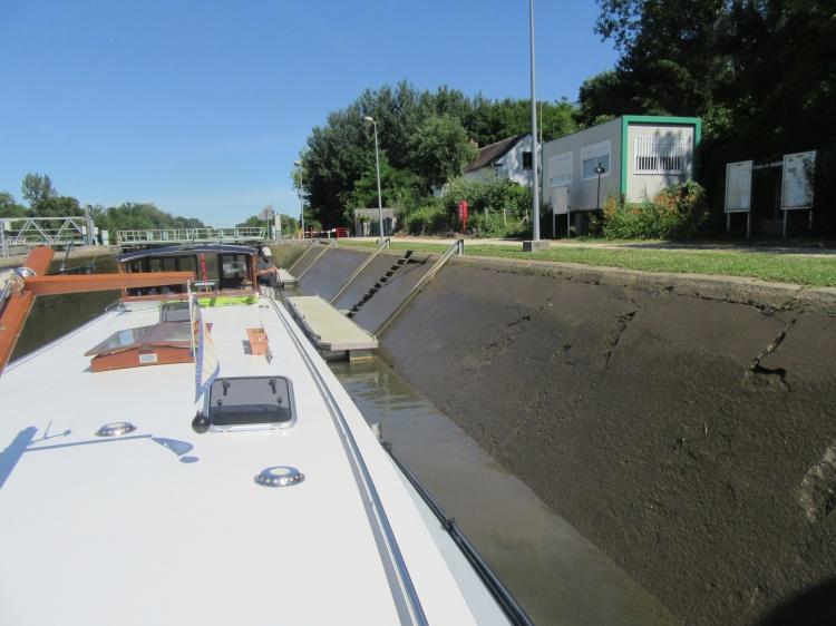 First floating bollard lock, Bassou, Yonne