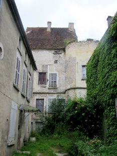 Part of Ravieres chateau