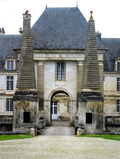 Tanlay chateau entrance