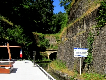 Entrance tunnel Mouas