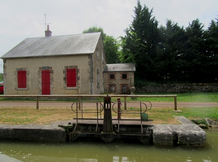 Villard abandoned lock house