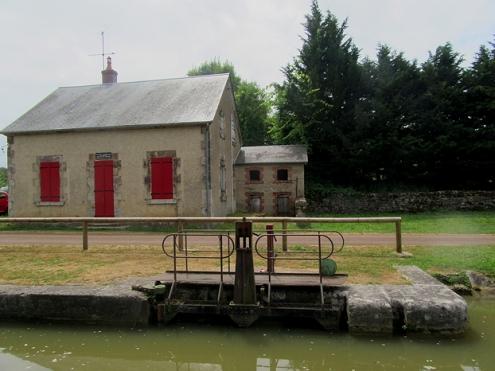 Villard abandoned lock house