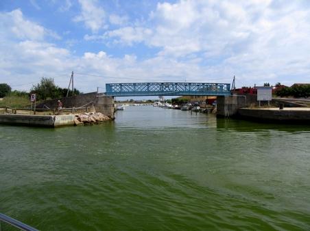 le_lez_river_southwards