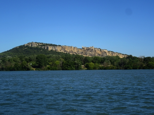 Mornas fortress, distant