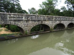 Spillway arches