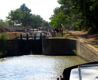 Fonfile lock, boats coming down