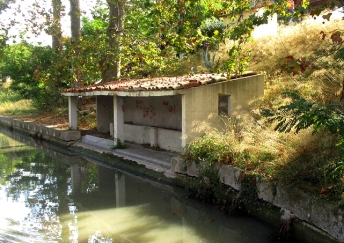 Poilhes lavoir, round the bend!