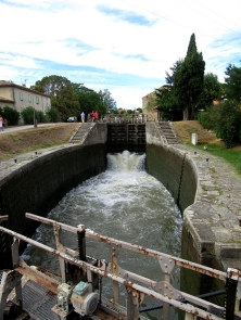 Middle lock, filling