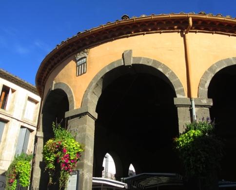 Vias market house