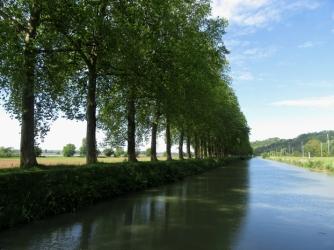 Canal de Garonne with la Garonne to port