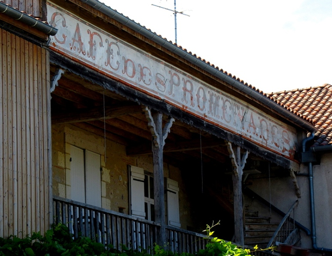 Cafe des Promenades, now a pizzaria