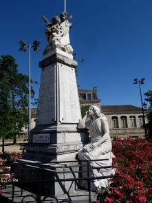 Damazan war memorial