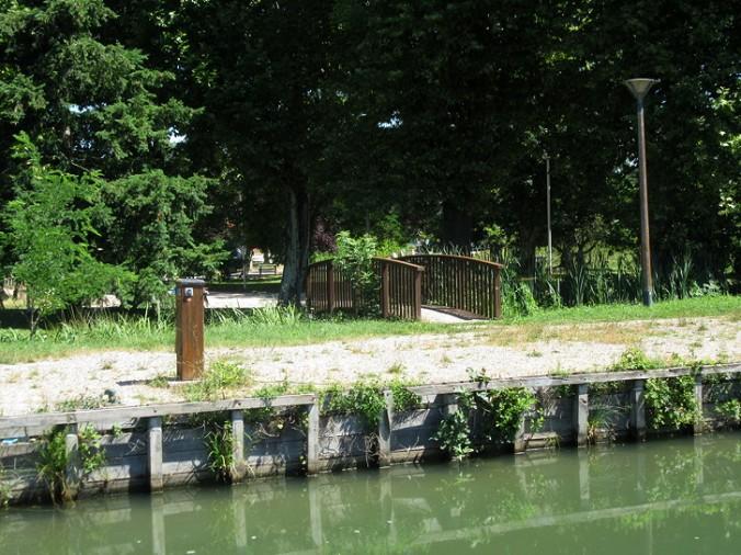 Lacourte St Pierre mooring