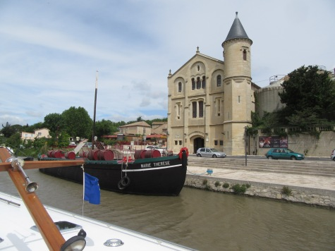 Ventenac chateau and wine barge