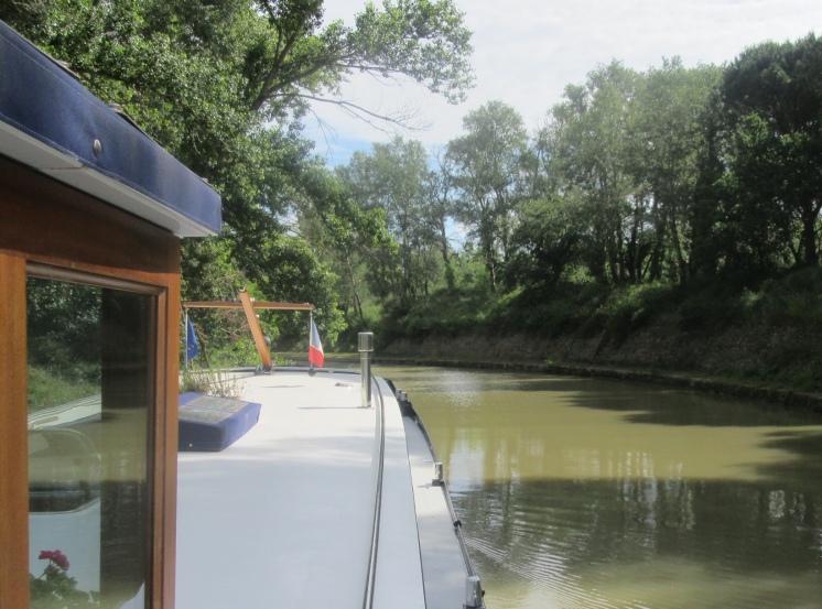 Into Canal de Jonction