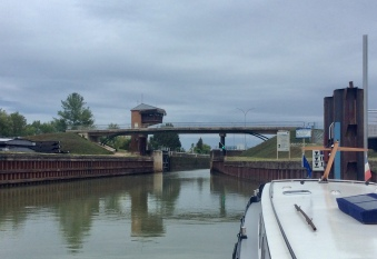 Into Seurre lock .....
